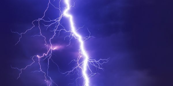 Assicurazione Eventi Atmosferici: cosa copre e come tutela il tuo negozio