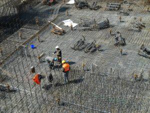 operai in un sito di costruzione