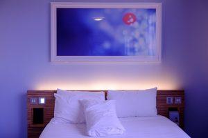 letto e quadro da bed and breakfast